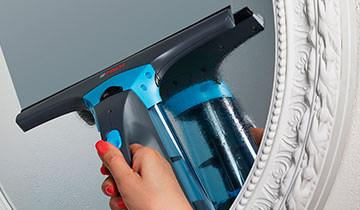 Forzaspira AG 130 window cleaner - light and easy to manage